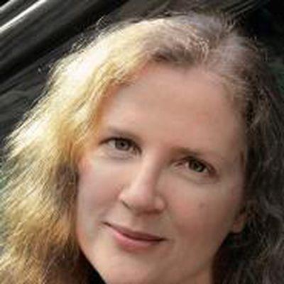 Suzanne collins 585011 1465379207928 xxl